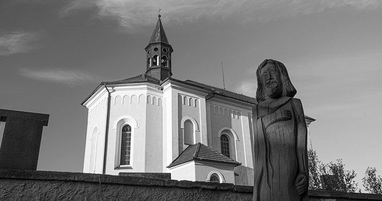 o kostelu a zvonici